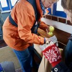 Flussschifferkirche Hamburg Tüten Äpfel Schokolade