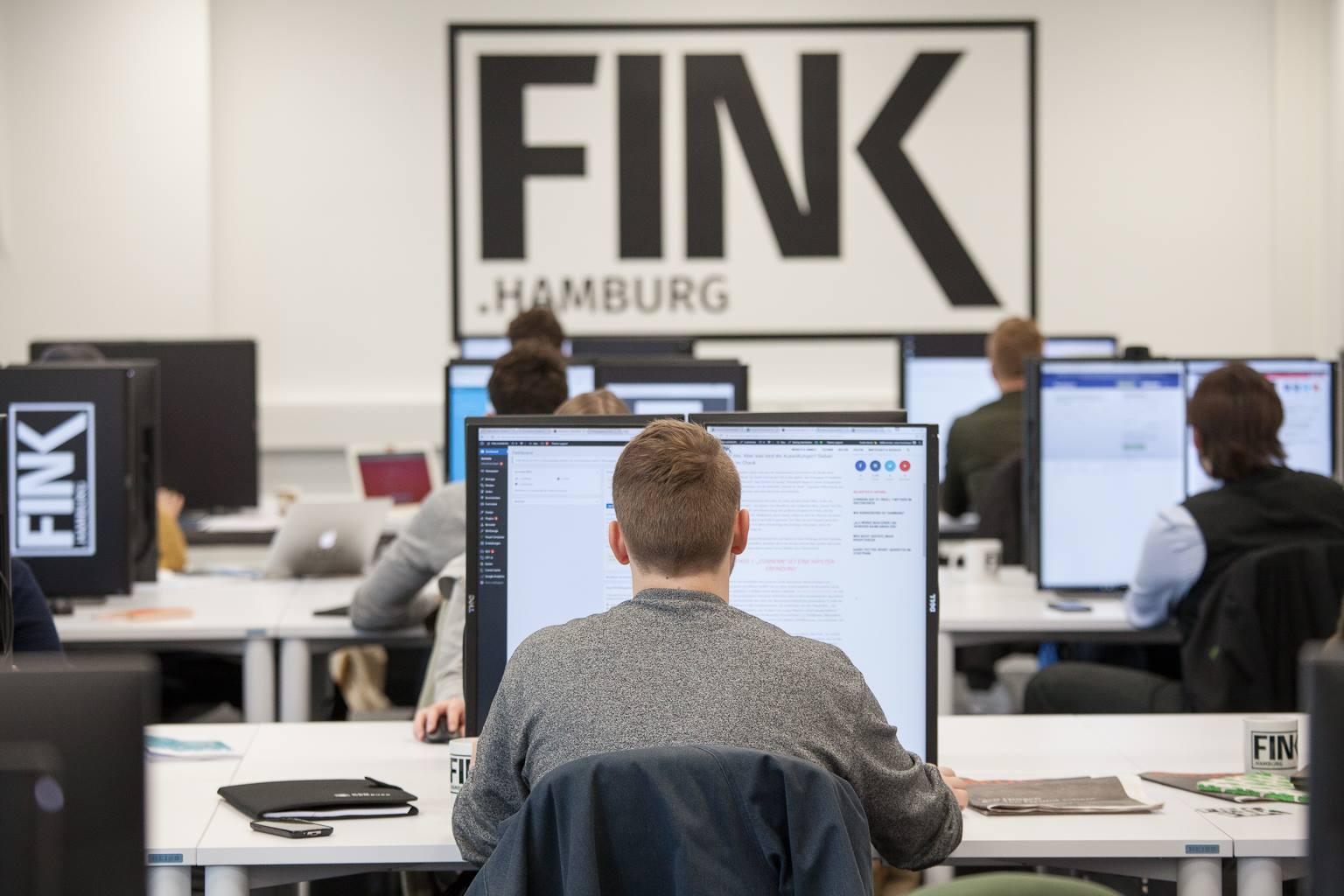 Einblick in den Newsroom von FINK.HAMBURG. Foto: Sebastian Isacu