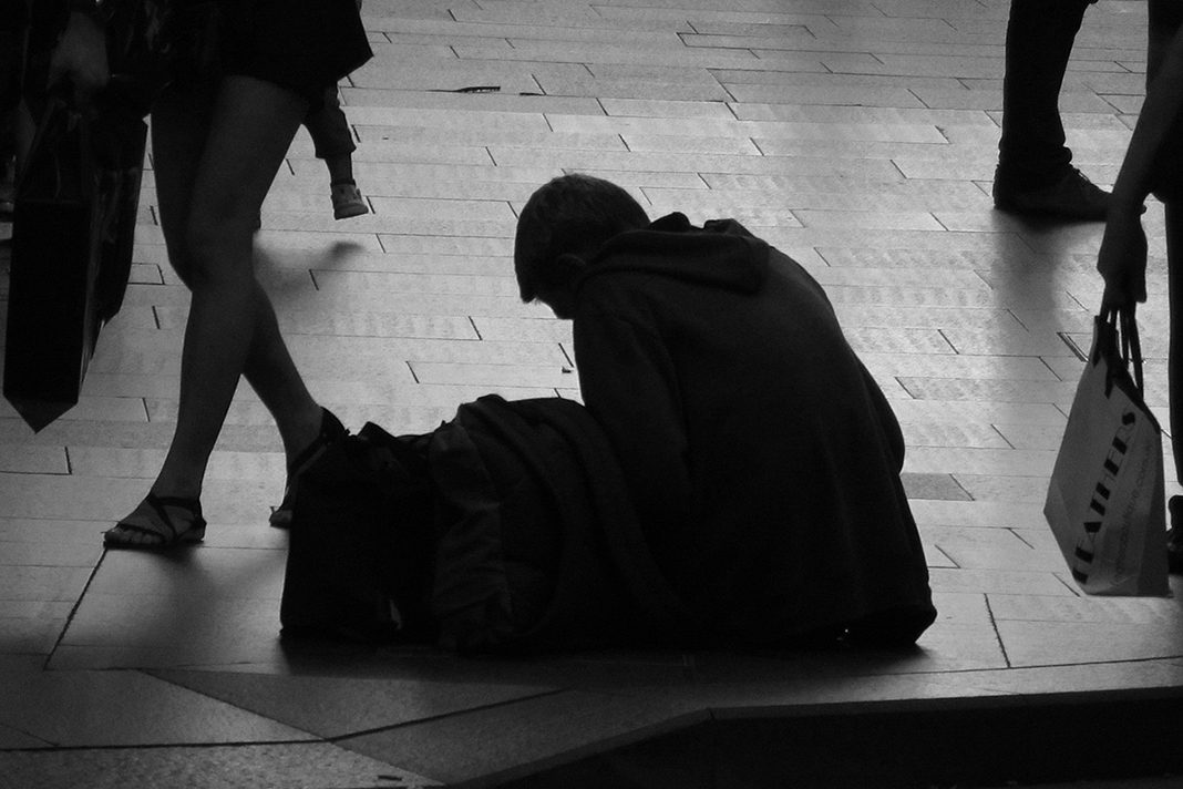 In Hamburg leben immer mehr Menschen auf der Straße. Besonders Frauen sind häufiger obdachlos als zuvor. Foto: Newton Graffiti_cc by 2.0