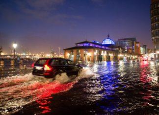 """Ob das kommende Sturmtief so starke Auswirkungen und eine Sturmflut zur Folge haben wird wie """"Axel"""" zu Jahresbeginn, ist noch offen. Foto: Daniel Reinhardt/dpa"""