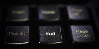 """Eine schwarze Tastatur, im Fokus die Taste """"End""""."""