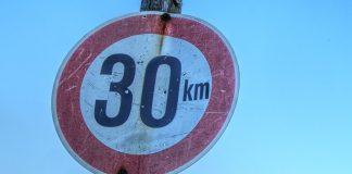 Auf sechs Hamburger Hauptverkehrsstraßen gilt nachts neuerdings das Tempo-30-Limit. Foto: pixabay