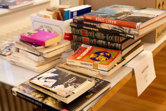 Bücher-Flohmarkt im Keller des französischen Konsulats