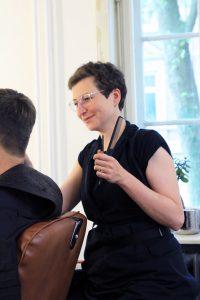 Friseurin Doris Grahl ist nutzende Genossin in der Fux eG.