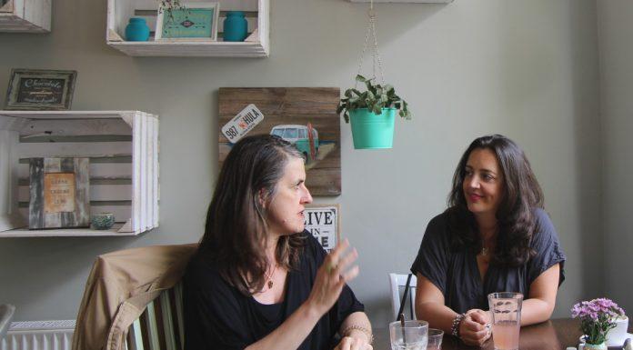 Simone Glöckler und Katja Otto sind Mitorganisatorinnen des Frauen*Barcamps.