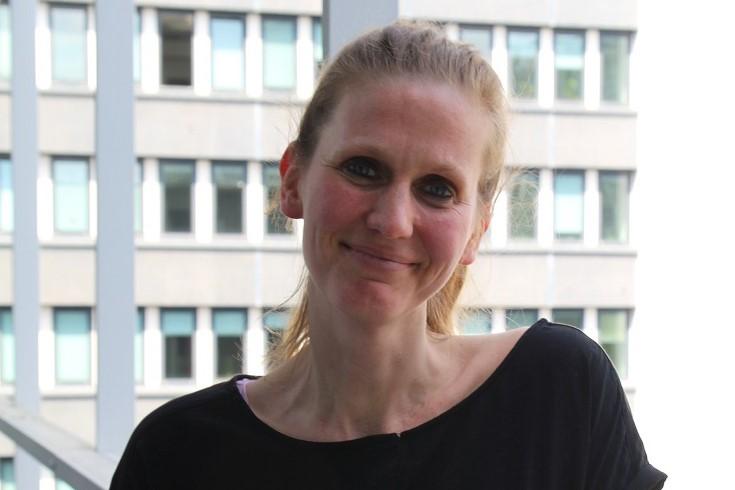Kristin Maria Käuper ist ausgebildete Hebamme und Gesundheitswissenschaftlerin.