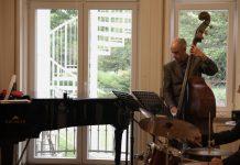 Jonathan Robinson, Kontrabassist vom Jazz-Trio Andrea Marcelli.