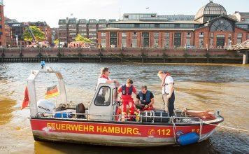 Vermisster Schwimmer in der Elbe. Suche bislang erfolgslos.