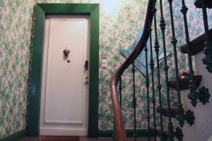 Das Treppenhaus führt in den zweiten Stock des Stadthauses in der Hochallee.