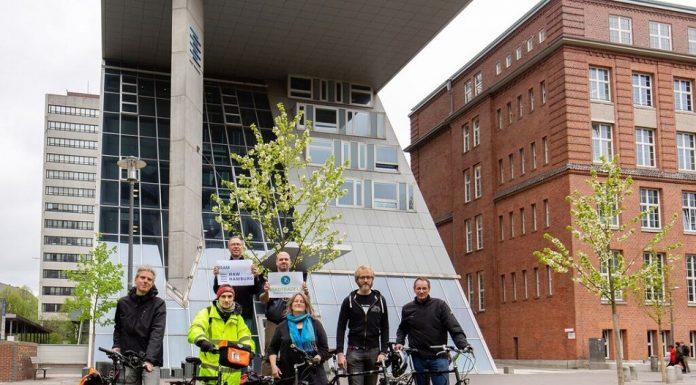 """Das Team der HAW Hamburg ist motiviert fürs """"Stadtradeln"""". Foto: Andreas Ißleib"""