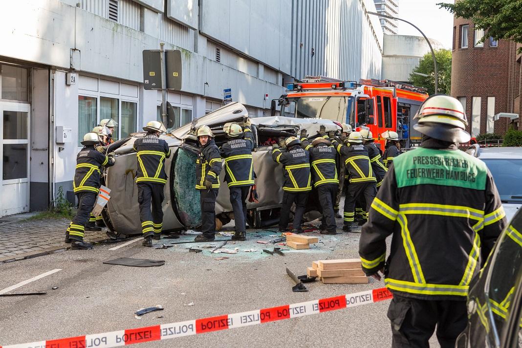 Hamburger Meile: Auto stürzt aus Parkhaus | FINK.HAMBURG