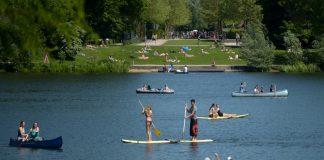 Der Klimawandel in Hamburg. Wassersport war dieses Jahr bereits im Mai möglich. Foto: Axel Heimken/dpa