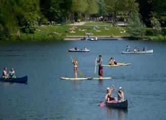 Ein Bad im Stadtparksee kann das Abkühlen erleichtern.