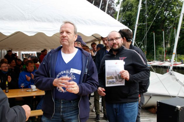 Christoph Maas und Thomas Netzel mit der Urkunde. Foto: Ted Koob