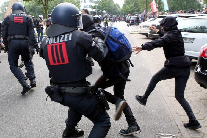 G20-Demonstranten zu unrecht festgenommen?