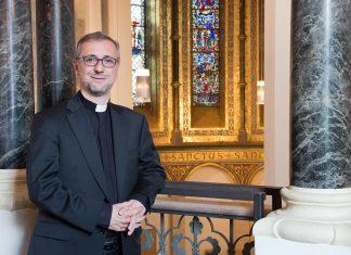 Erzbischof Stefan Heße in Hamburg spricht sich gegen Rettung von Schulen aus.