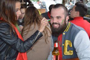 Die portugiesischen Fans bereiten sich auf das gemeinsame Public Viewing vor.