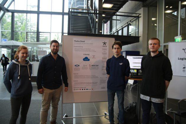 Lorenz Betz, Matthias Bräuer, Benedikt Vollmerhaus, Nadine Bürschaper und Lukas Stermann (nicht im Bild) haben die App gemeinsam programmiert.