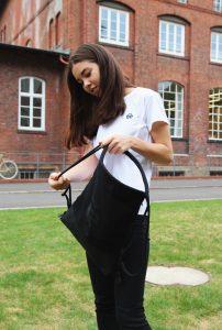 Lisa Hamid trägt selber gar keine Beutel, erzählt sie. Umso wichtiger war ihr beim Design des Gymbags, dass er bequem und stabil ist.