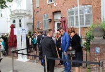 Parlamentswahl in der Türkei: Menschen gehen im türkischen Konsulat wählen.