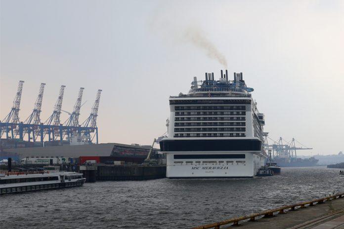 Die großen Schiffe sorgen für schlecht Luft am Hafen. Der Treibstoff LNG (flüssiges Erdgas) könnte das ändern. Foto: Lennart Albrecht