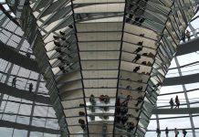 Das Innere der Bundestags-Kuppel.