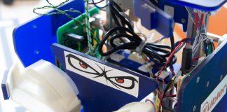 Eine Nahaufnahme von ChefOtter. Dem wichtigsten Roboter des RobOtter-Clubs.