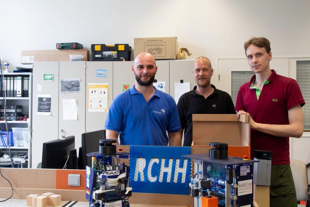 Cagri Erdogan, Ivan Belyaev und Robin Auffermann vom RobOtter Club der HAW Hamburg.