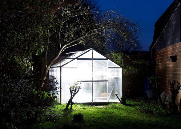 Foto Triennale erleuchtetes Gartenhaus