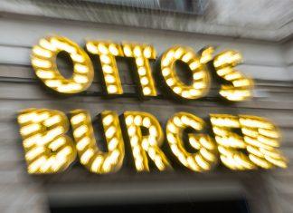 Otto's Burger : Ein Schild des Hamburger Burgerladens