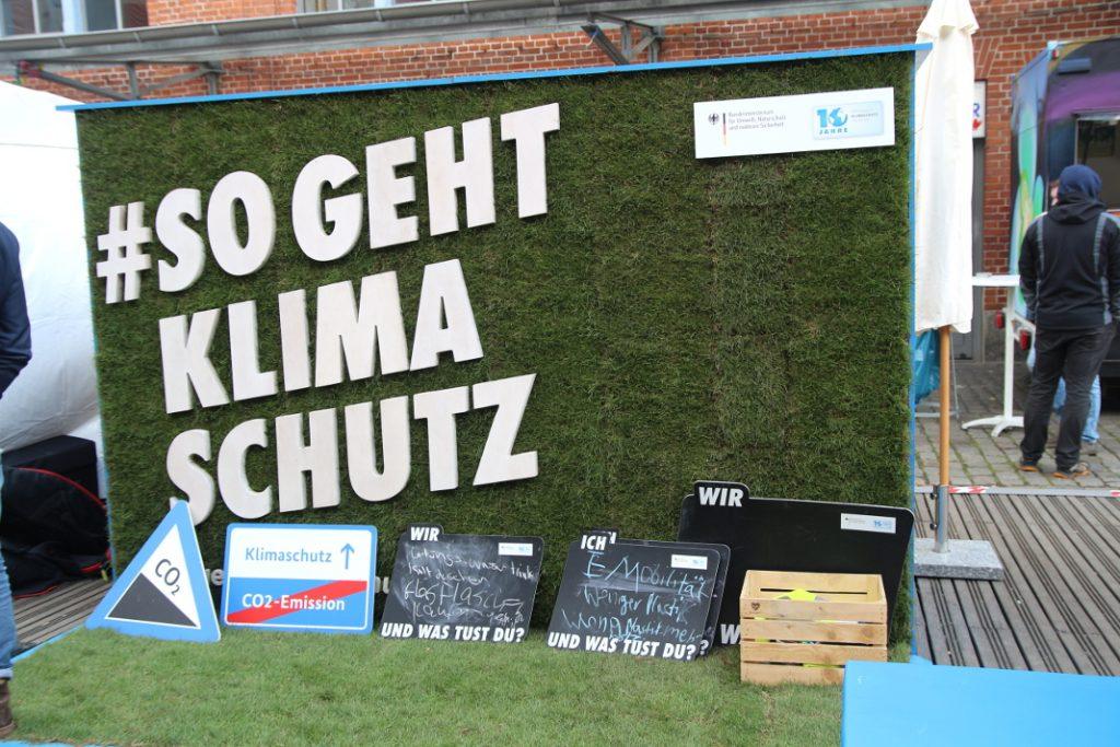 Stand der Internationalen Klimaschutzinitiative auf dem Lattenplatz. Foto: Nadine von Piechowski
