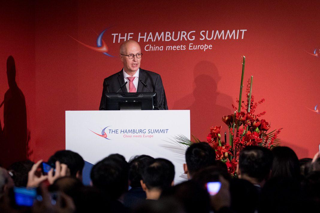 Hamburgs Erster Bürgermeister, spricht bei der Eröffnung der Konferenz