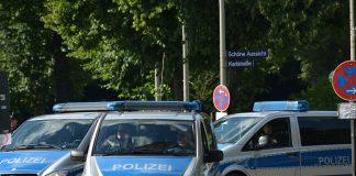 Polizeiübung in der Hamburger Innenstadt. Polizeiautos rücken zum Einsatz aus.Foto: Pixabay