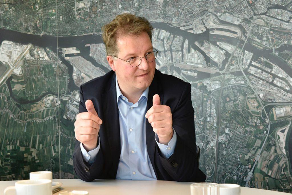 Oberbaudirektor Franz-Josef Höing im Gespräch mit FINK.HAMBURG über die Entwicklungen auf dem Kleinen Grasbrook. Foto: Martin Kunze, Hamburg