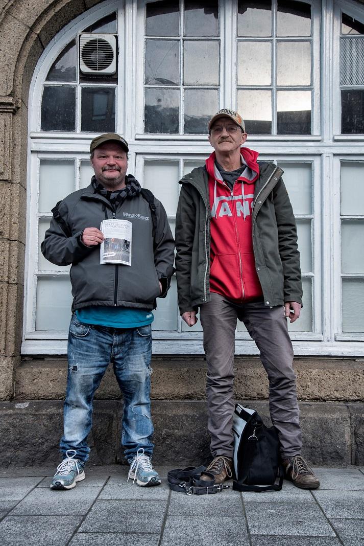 Chris und Harald berichten als Stadtführer bei Hinz und Kunzt über Obdachlosigkeit aus der Perspektive der Betroffenen. Foto: Lena Maja Wöhler