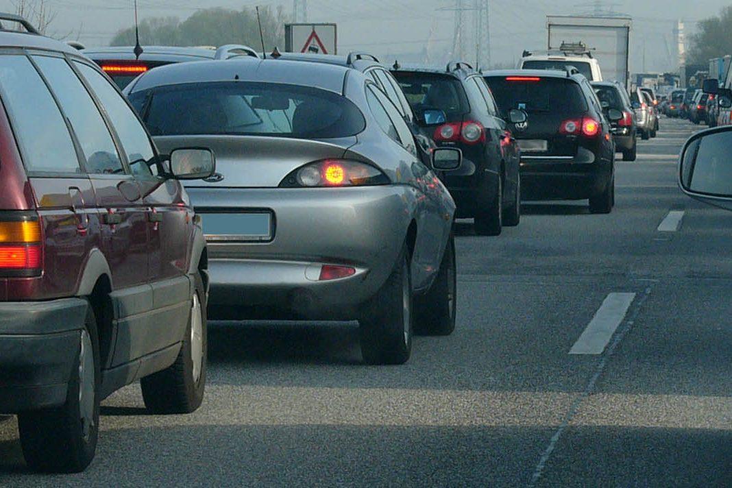 A7: Durch Lamellenbruch kommt es auf der Autobahn zu Verkehrsbehinderungen.