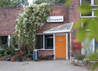 Der Eingang zu den Büros im Anbau der Zinnwerke.