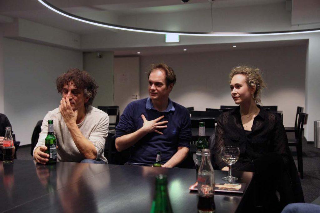 Bei Uni trifft Theater können die Studierenden die drei Hauptdarsteller Stella Roberts, Felix Lohrengel und Henry Arnold treffen. Foto: Nadine von Piechowski