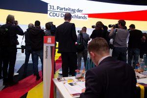 Fotografen vor der Bühne beim CDU-Parteitag in Hamburg. Foto: Amelie Rolfs