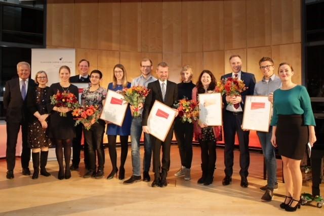 Die Repräsentanten der von der Claussen-Simon-Stiftung ausgezeichneten Projekte auf einem Bild. Foto: Claussen-Simon-Stiftung