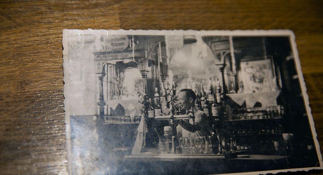Foto von Chong Tin Lam in seiner Hong-Kong Bar. Foto: Nadine von Piechowksi