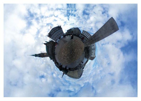 Die Barlach Stele als Tiny Planet von Fenja Harms. Fotoquelle: Prof. Dr. Wolfgang Swoboda
