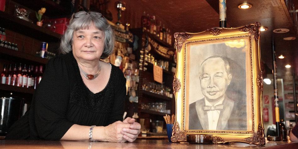 Mariette Solty in ihrer Hong Kong Bar auf dem Hamburger Berg. Foto: Ulrike Schmidt.