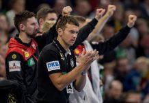 Christian Prokop jubelt seiner Mannschaft im letzten Testspiel vor der Handball-WM in Deutschland und Dänemark zu.