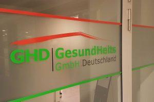 Hinter der Tür der GHD befindet sich der Konferenzraum des Stoma-Treffs. Foto: Lukas Gebhard