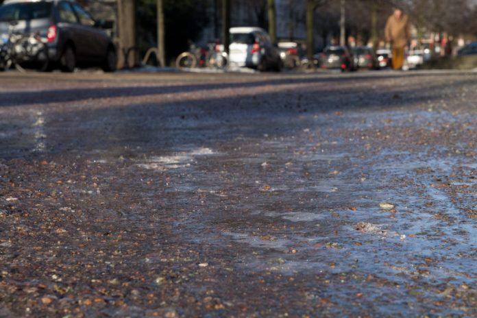 Auf Hamburgs Straßen ist es glatt. Foto: Melina Mork