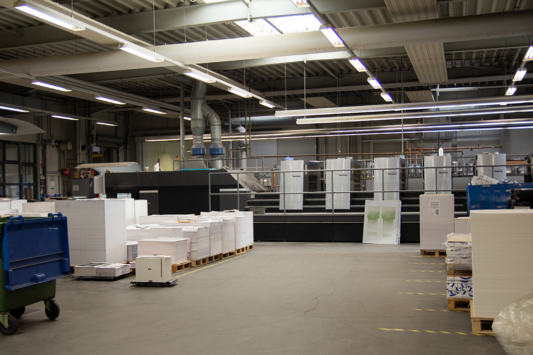 In diesen Hallen können sich die Kommunikationsdesign Studentinnen die Druckmaschinen angucken.