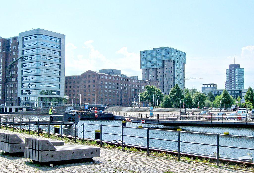 Viele neue Gebäude entstehen im Harburger Binnenhafen. Foto: Budelmütze über https://en.wikipedia.org/wiki/GNU_Free_Documentation_License