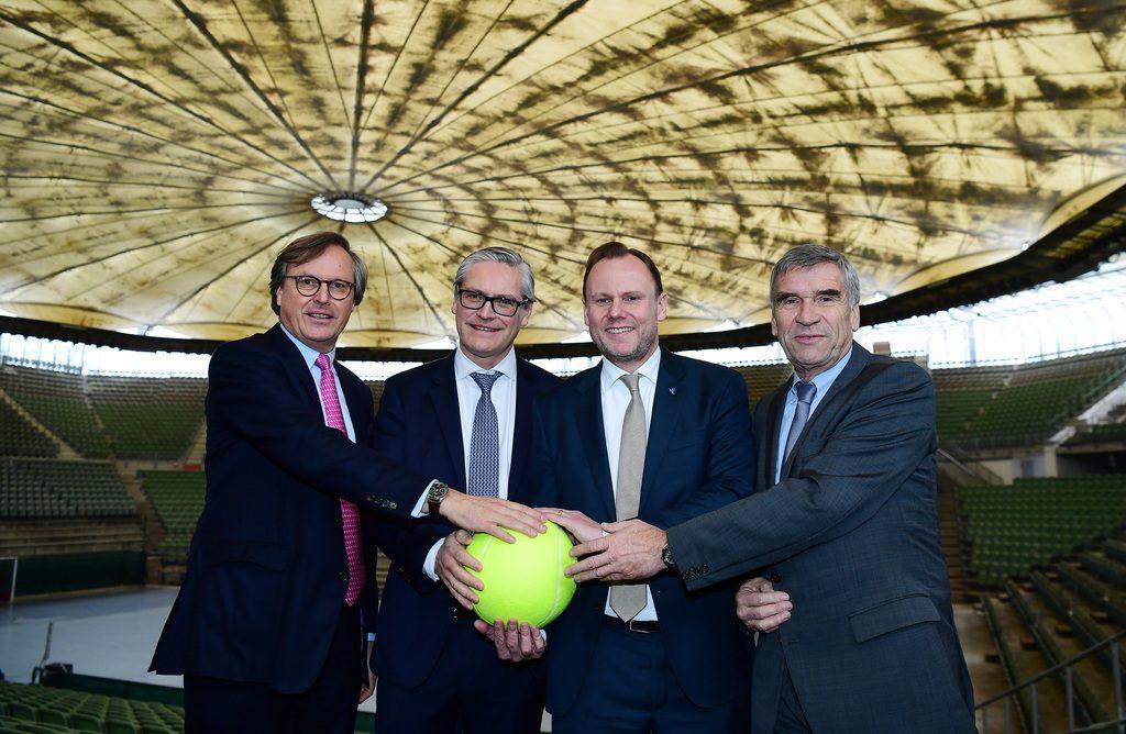 Einigkeit erzielt. von links: Dr. Carsten Lütten, Alexander Otto, Senator Andy Grote, Ulrich Klaus Foto: DTB/Witters