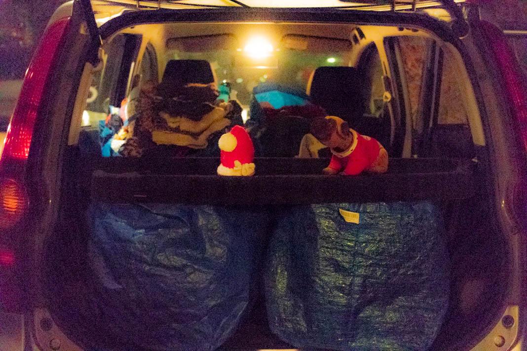 Am Ende des Tages ist das Auto vollgepackt. Foto: Melina Mork